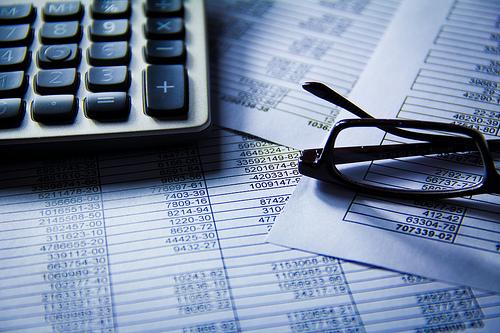Jak usprawnić czas obiegu informacji i dokumentów w firmie? Poznaj zalety systemów HCM